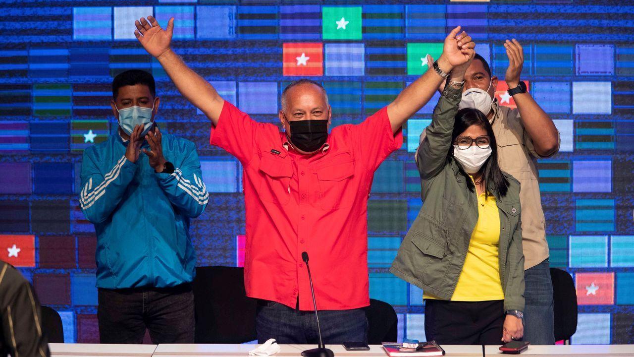 Diosdado Cabello, Delcy Rodriguez y otros candidatos oficialistas celebran el resultado de las elecciones de Venezuela