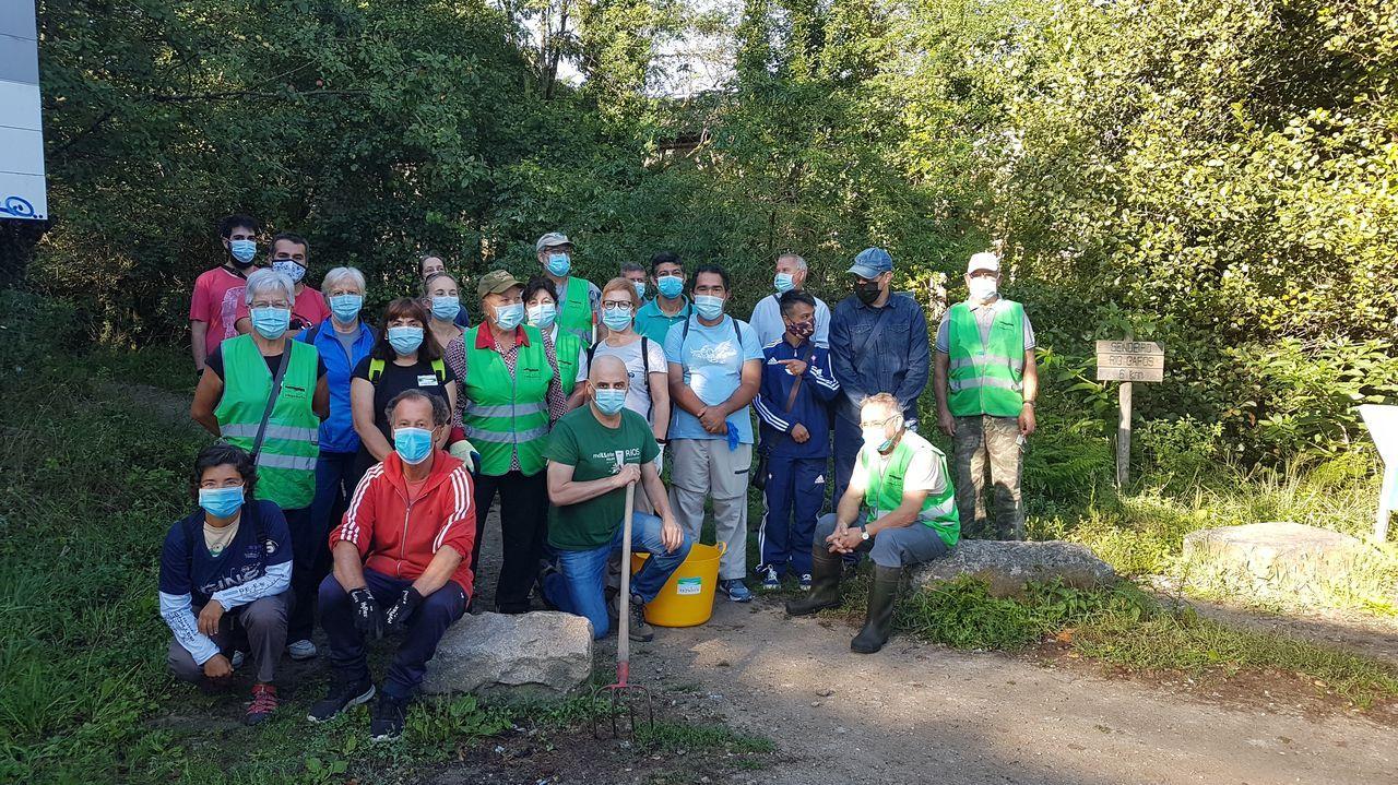 El equipo de Vaipolorío y los voluntarios que participaron este año en la campaña de limpieza del Gafos, que se cerró este domingo