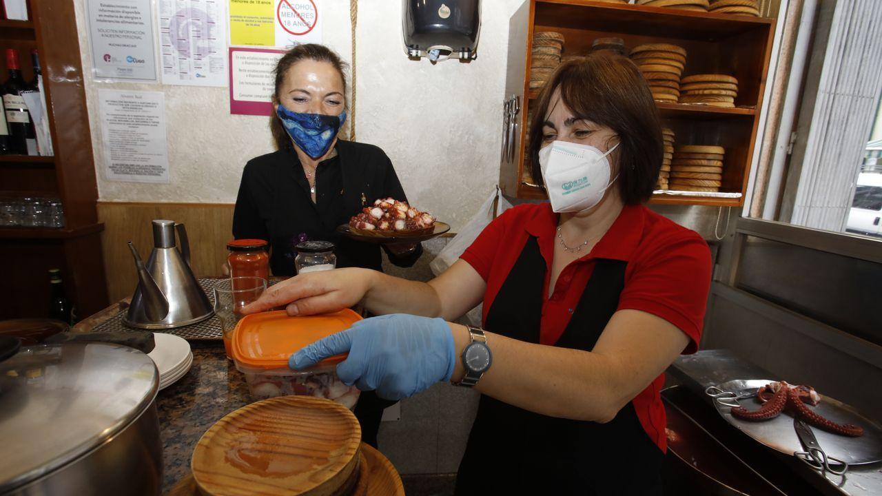 El pregón de San Froilán en imágenes.Los pulpeiros dicen que este año los clientes prefieren llevarse el pulpo para casa