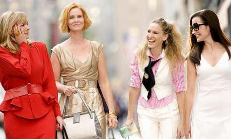 Cuatro amigas desinhibidas revolucionaron la televisión de los noventa con su pasión por la moda.