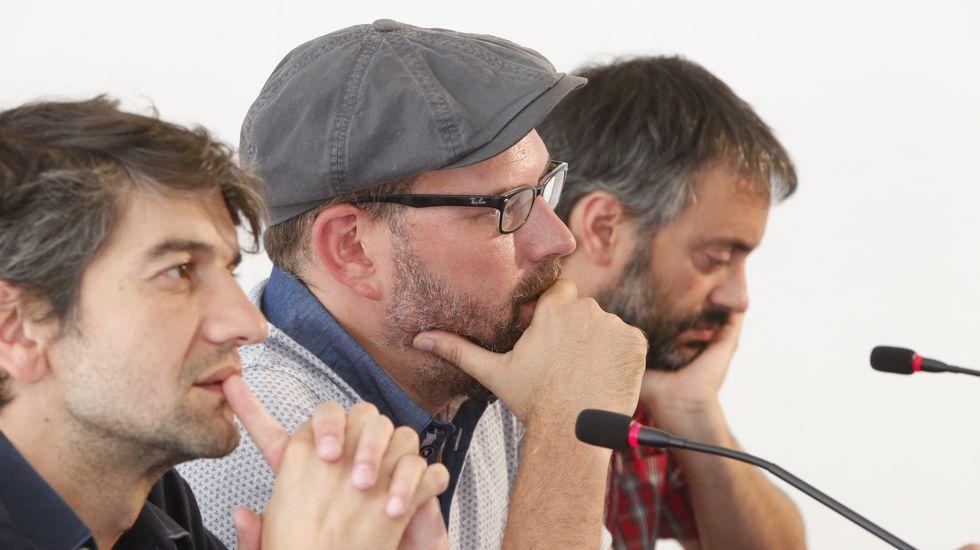Todo lo que necesitas saber sobre las primarias de En Marea.Encuentro de los candidatos de En Marea en Arzúa. Entre ellos, Xosé Zapata (de marrón), secretario general local