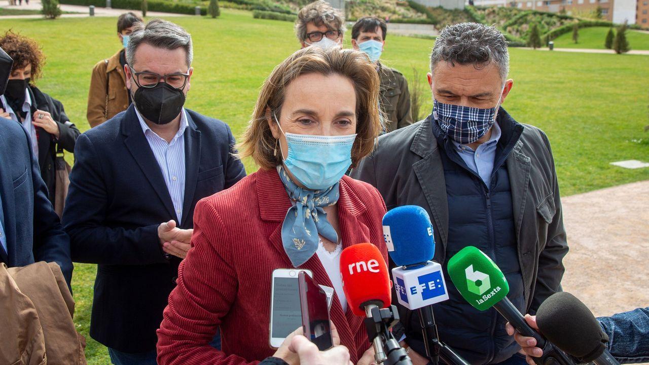 Brigadas de Lugo y León apagan un incendio forestal en el límite entre comunidades.La portavoz del PP en el Congreso, Cuca Gamarra, este jueves, en Logroño
