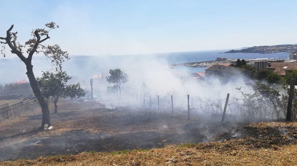 Siete incendios en menos de doce horas cercan Cotobade.El incendio se declaró a las cinco de la tarde del viernes