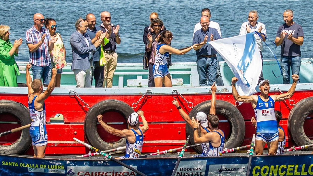 Equipo femenino Club de Remo Cabo de Cruz, ganador de la primera edición femenina de la Bandera de Traineras de la Diputación de A Coruña