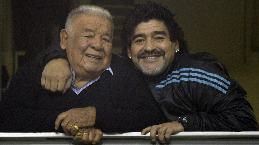 Maradona y su padre, en una imagen de archivo
