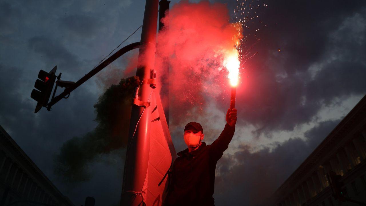 Cribado masivo en O Incio.Manifestante en protesta anticorrupción y contra el Gobierno de Bulgaria