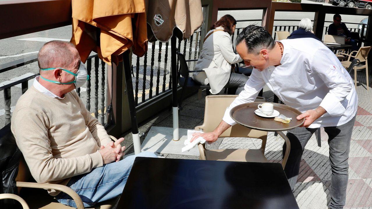 Aspecto que presenta una de las terrazas de la Avenida de Galicia de Oviedo