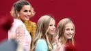 El arriesgado «look» de la reina Letizia, en imágenes