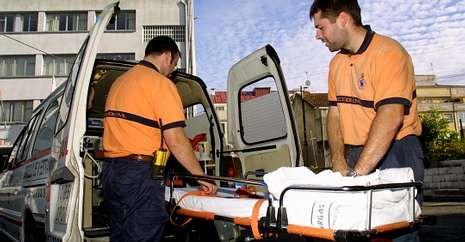 Protección Civil de A Estrada es un caso excepcional por disponer de ambulancia desde hace años.