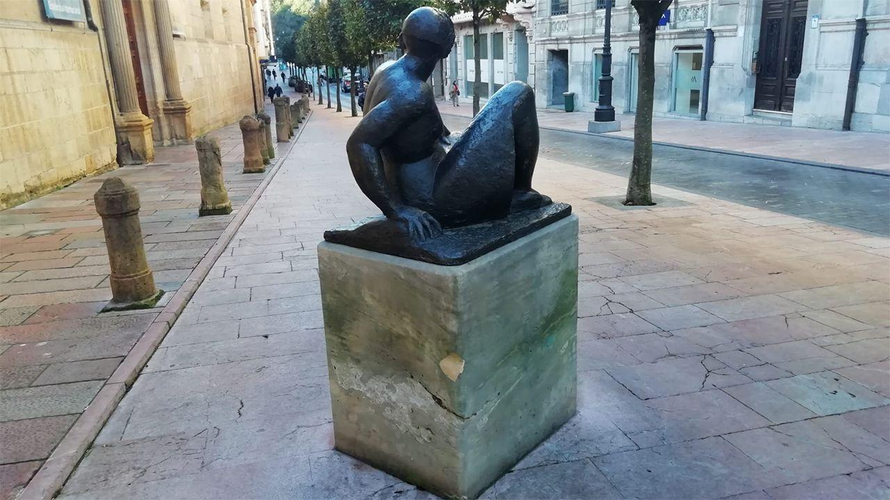 El golpe de la estatua «Mujer sentada» de Manuel Hurlé