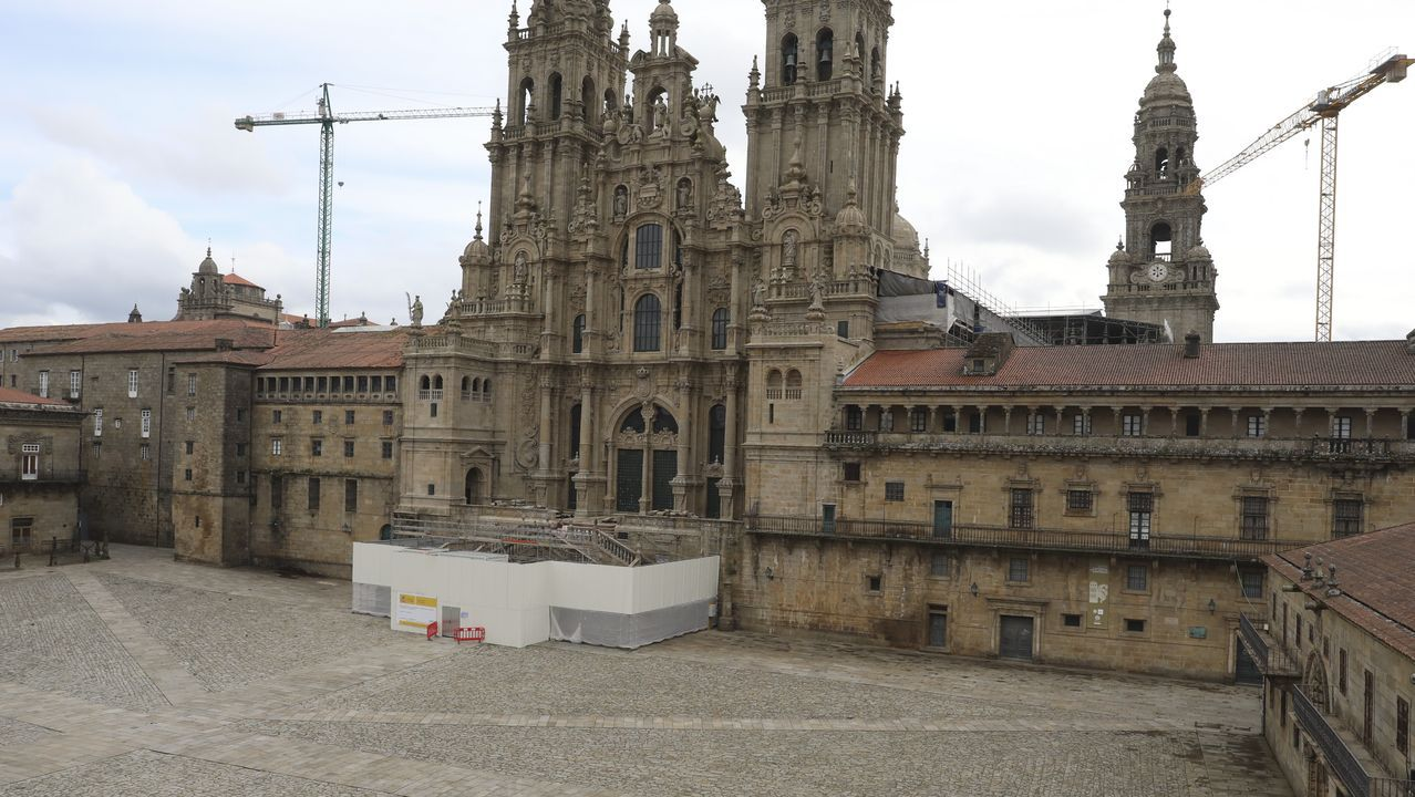 6 de abril, día 23 de confinamiento. La Semana Santa avanzaba mientras toda Galicia cumplía. La imagen solitaria de la plaza del Obradoiro, en Santiago, sin fieles ni peregrinos, sirve de ejemplo.