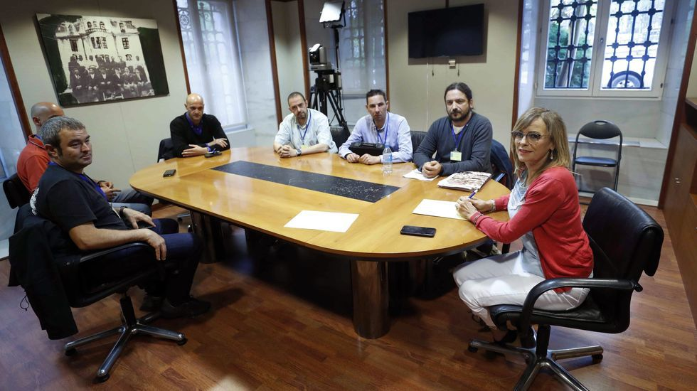 Huelga de trenes en Galicia.Angela Vallina y miembros del comite de Zener