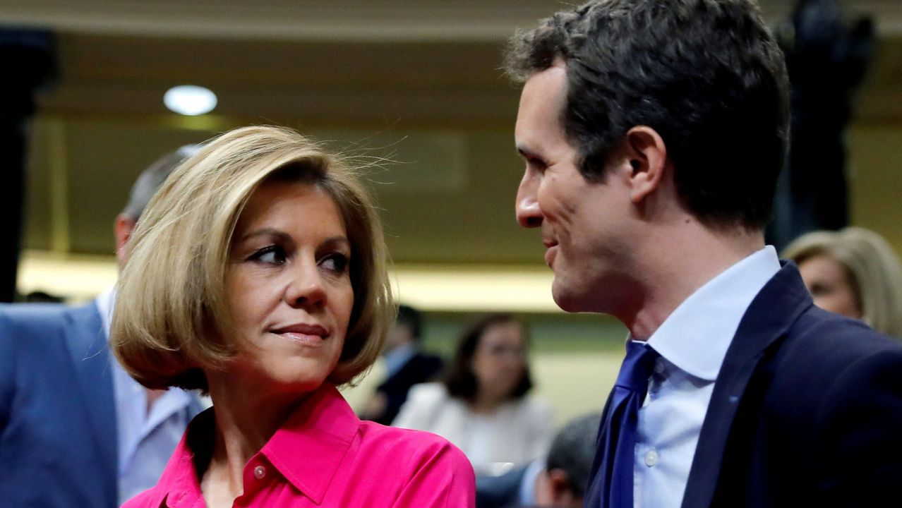Casado suma a Cospedal y al hijo de Suárez a su candidatura.Sáenz de Santamaría y Casado, ayer en el Congreso