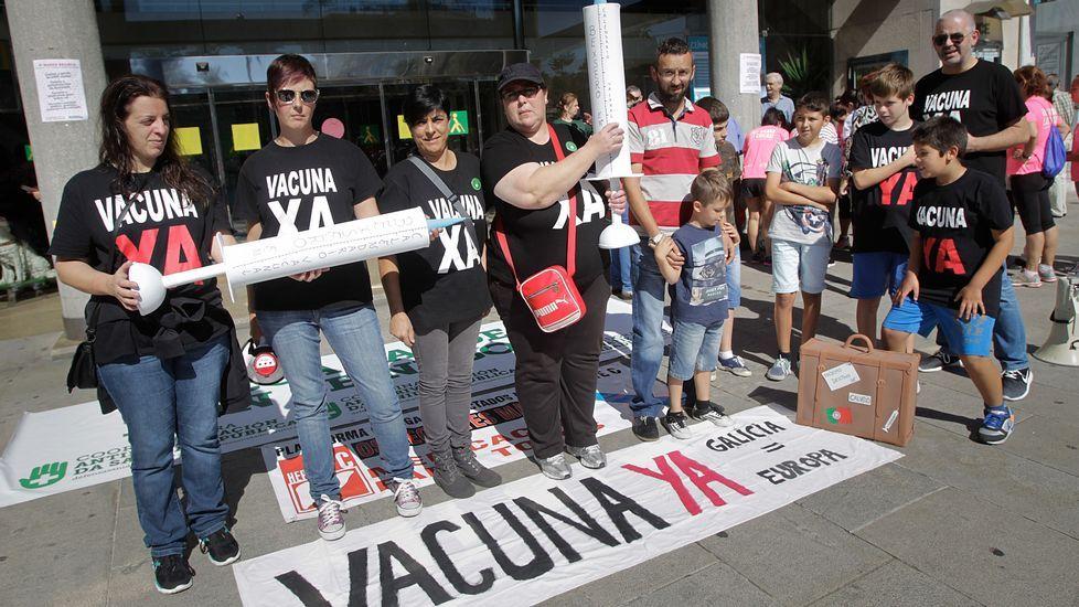 La manifestación partió desde el entorno del Hospital Provincial y remató, tras un recorrido por el centro, en la plaza de España.