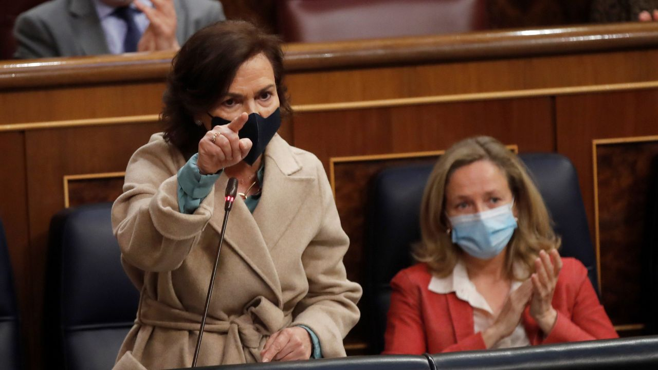 Calvo insiste en rechazar el plan B jurídico del PP: «Este Gobierno no quiere nada en B».Carmen Calvo, en la sesión de control al Gobierno