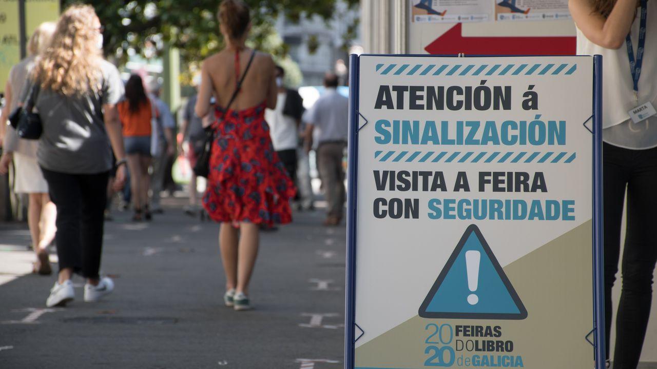 La tormenta de verano inunda Oviedo.Cartel avisando de medidas de segurida en la feria del libro de A Coruña