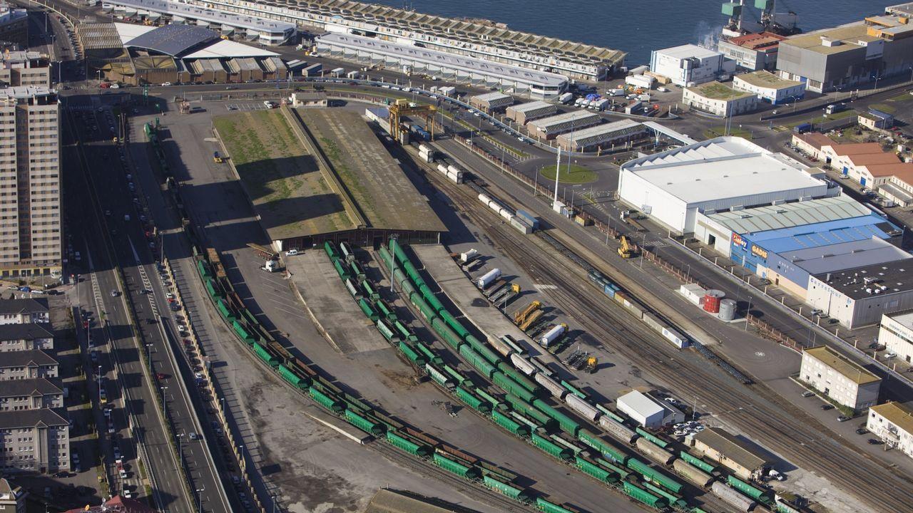 Accidentes aéreos en Galicia.Terminal ferroviaria de mercancías del puerto de A Coruña