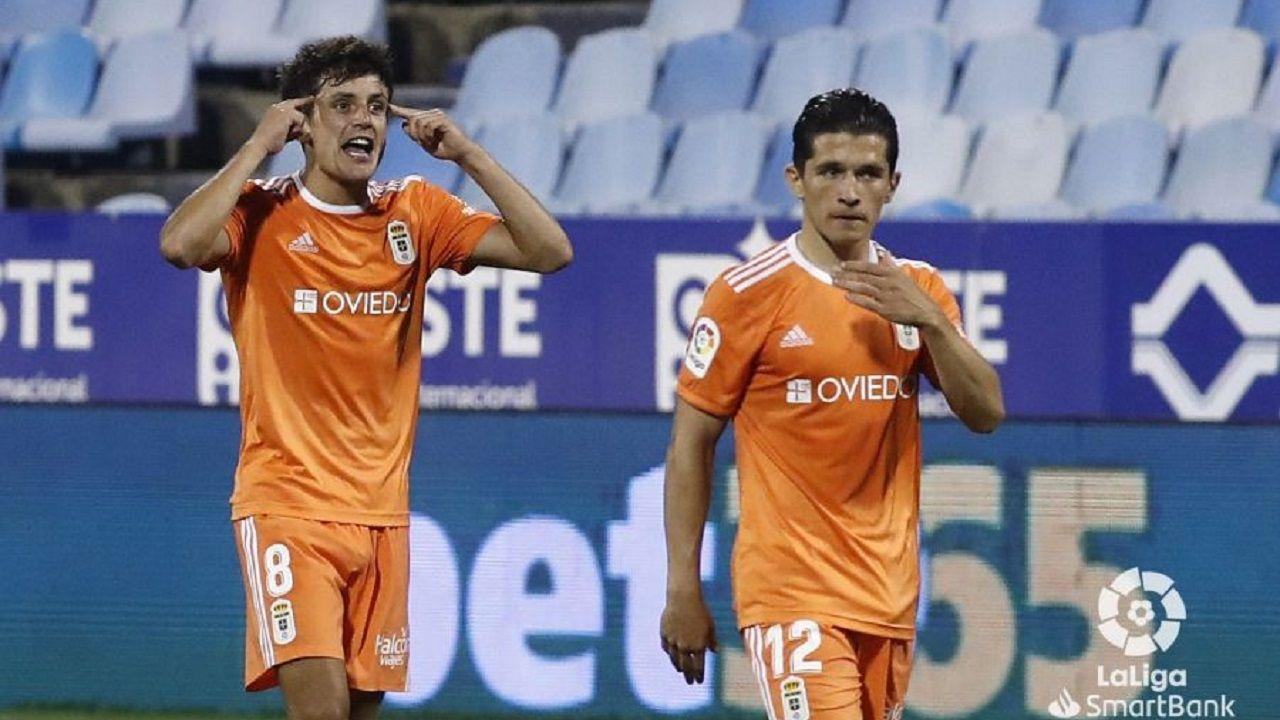 Sangalli y Nieto tras uno de los goles del Oviedo al Zaragoza