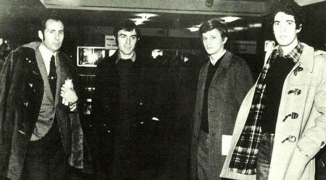 José Antonio Martínez Bayo, segundo por la izquierda