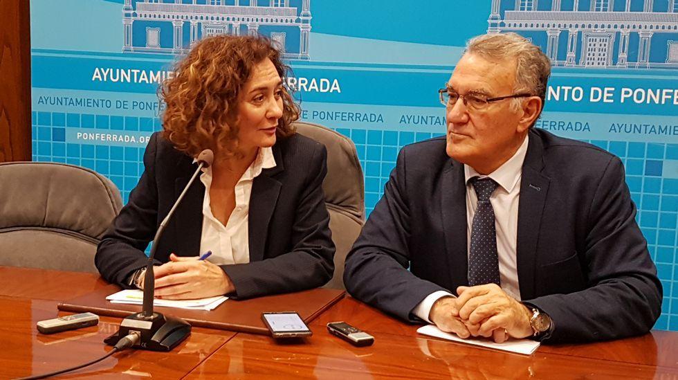 La alcaldesa de Ponferrada, Gloria Fernández, y el regidor de O Barco, Alfredo García