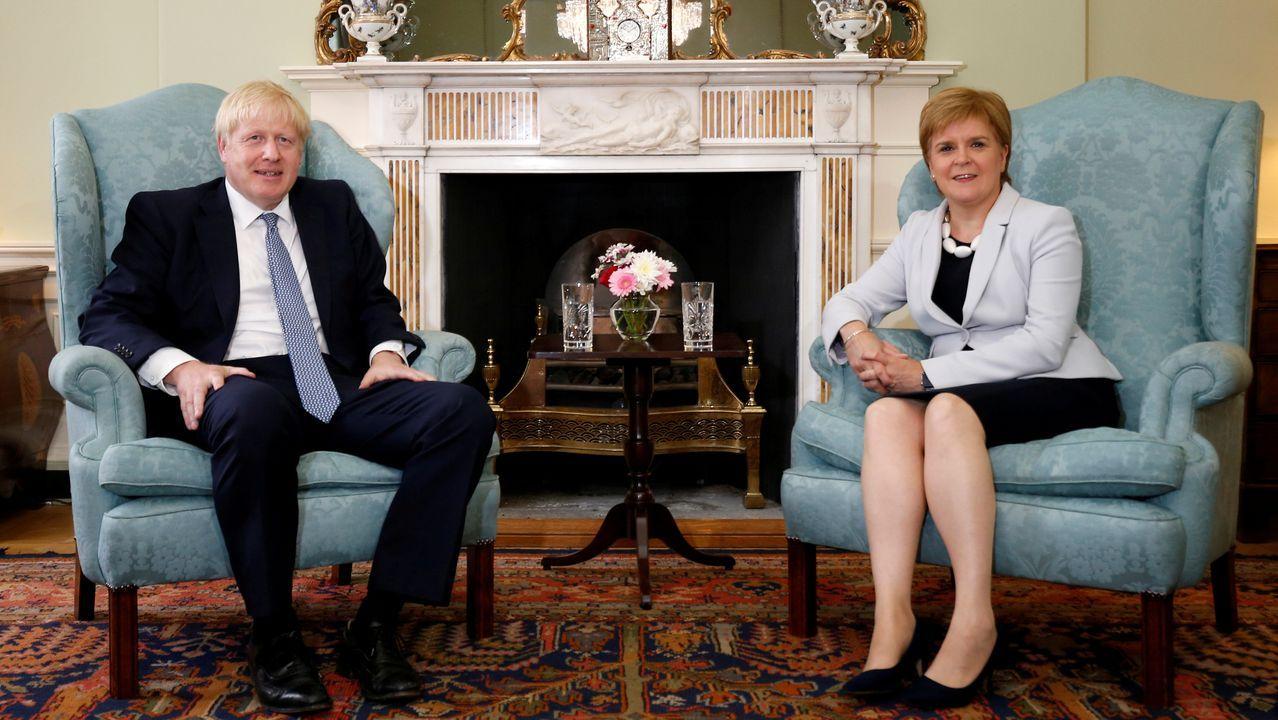 Johnson y Sturgeon, durante una visita del primer ministro a Edimburgo en julio