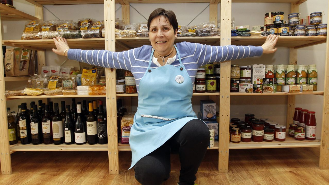 Pilar Casas regenta A Leira, tienda de productos ecológicos en Burela