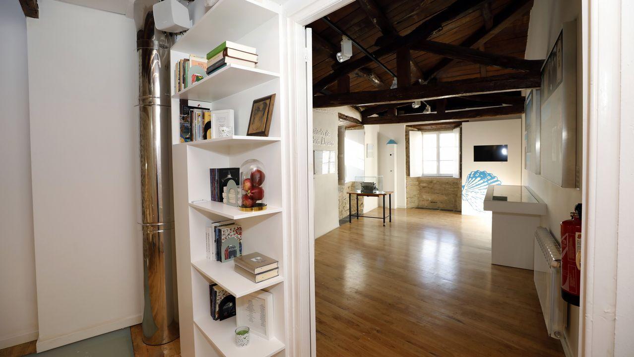 El museo exhibe libros y objetos relacionados con Cunqueiro