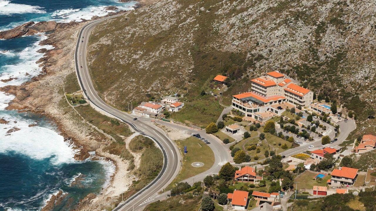 Hotel Talaso de Oia, en una foto tomada en el año 2012, fue construido en el 2000 al amparo de una ordenanza que el Concello no había publicado aún. El Ayuntamiento de Oia contrató a un bufete para legalizar el edificio