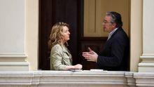 La portavoz del PP en el parlamento asturiano, Teresa Mallada, y el diputado popular Pablo González (d),