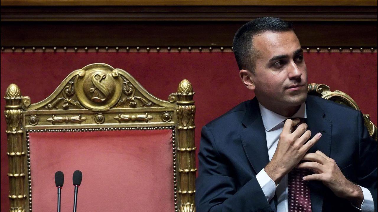 Salvini da por rota la coalición con el Movimiento 5 Estrellas y pide elecciones.Turistas en las inmediaciones de la Catedral de Santiago