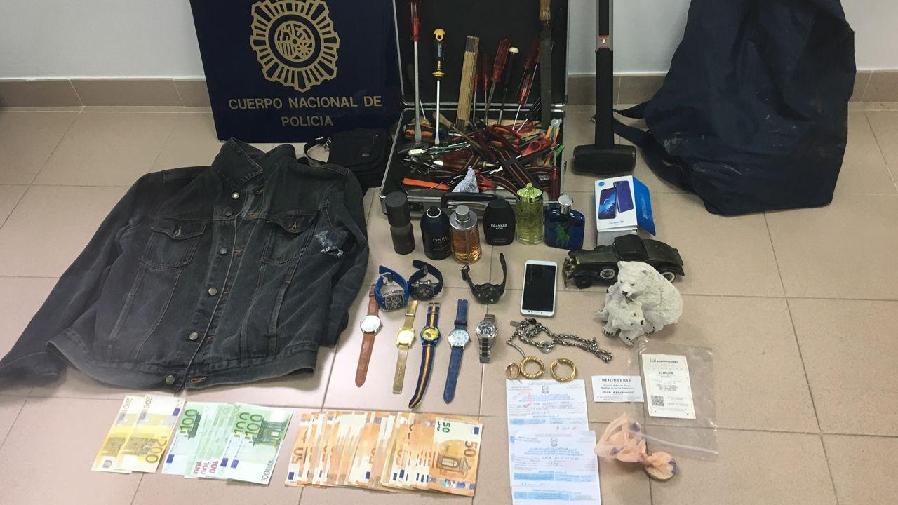 Triditive.Dinero y objetos incautados al presunto autor de los robos