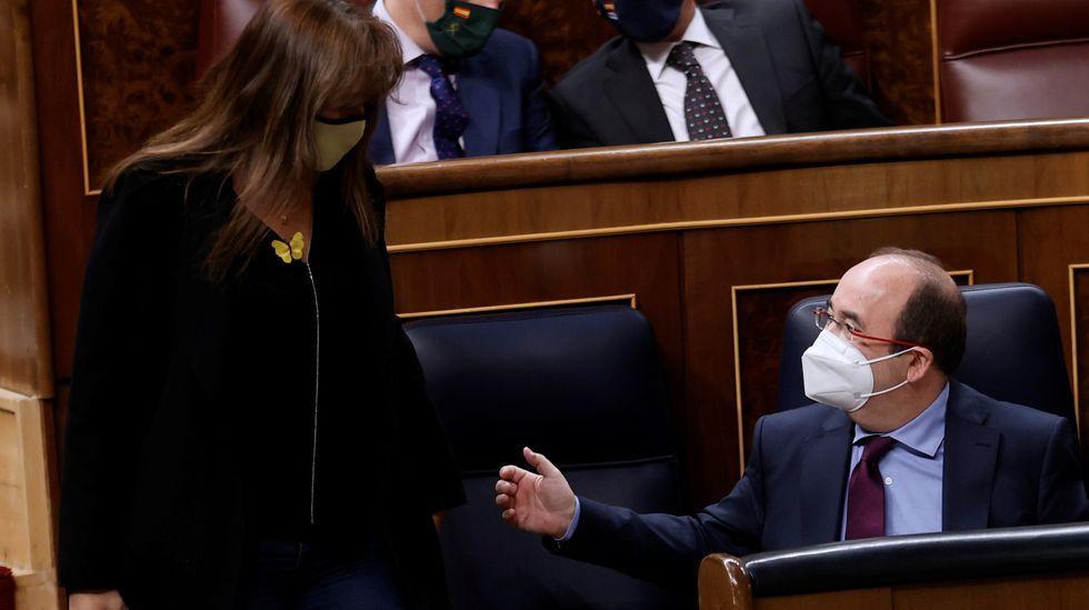 Rajoy, en el centro de la diana de Bárcenas.La líder de Ciudadanos, Inés Arrimadas, junto al candidato en Cataluña, Carlos Carrizosa, en rueda de prensa tras conocer los resultados de las elecciones catalanas