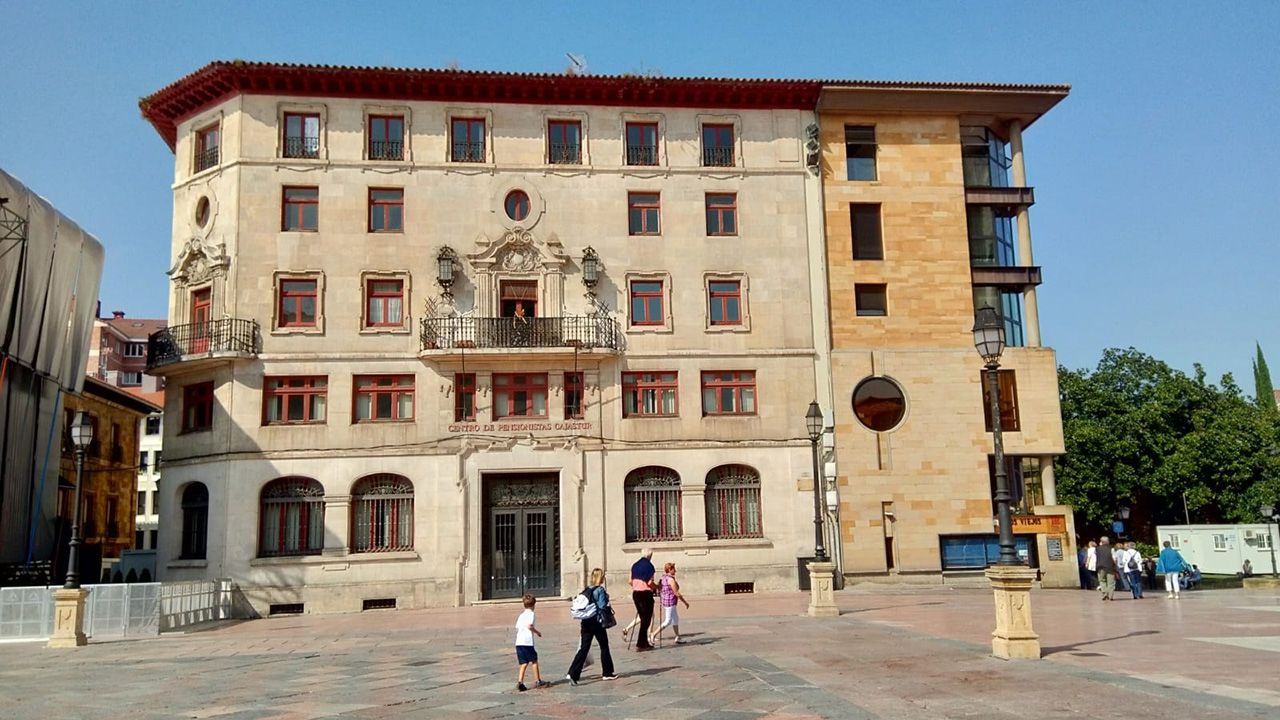 Edificio de Liberbank en la plaza de la Catedral de Oviedo