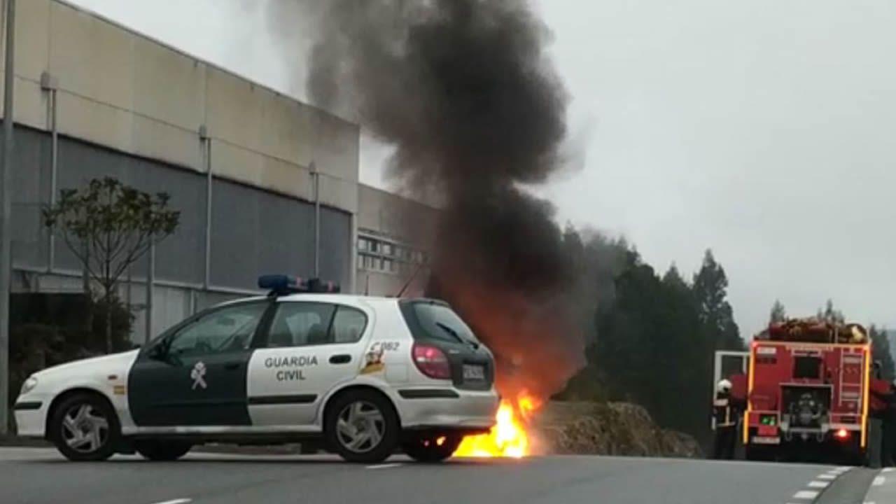 Dos coches arden en Milladoiro