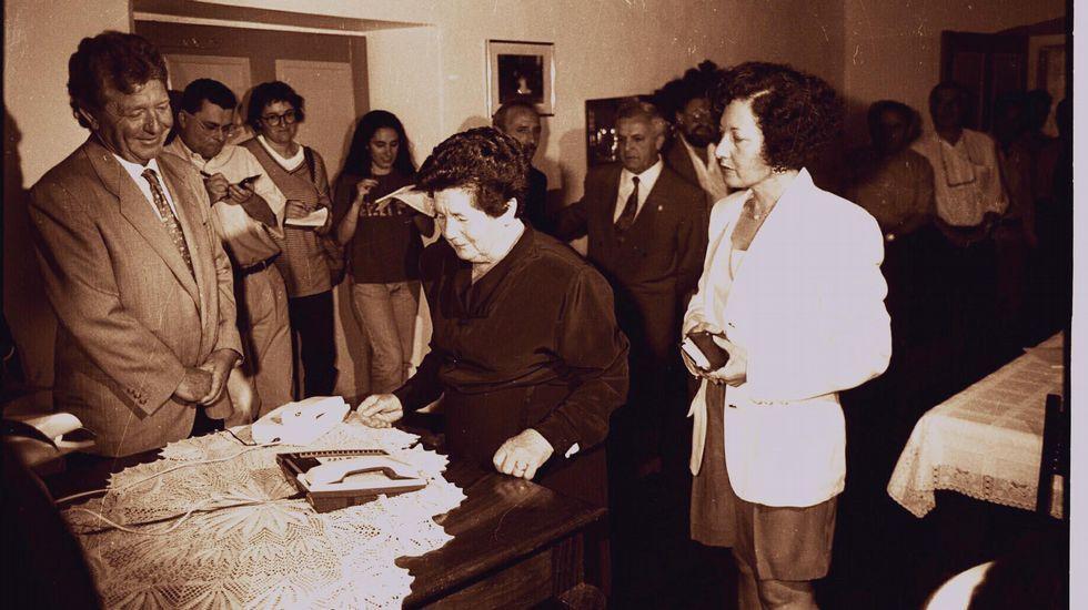 Helena González se pasa una buena parte de su jornada buceando en el Archivo Histórico.