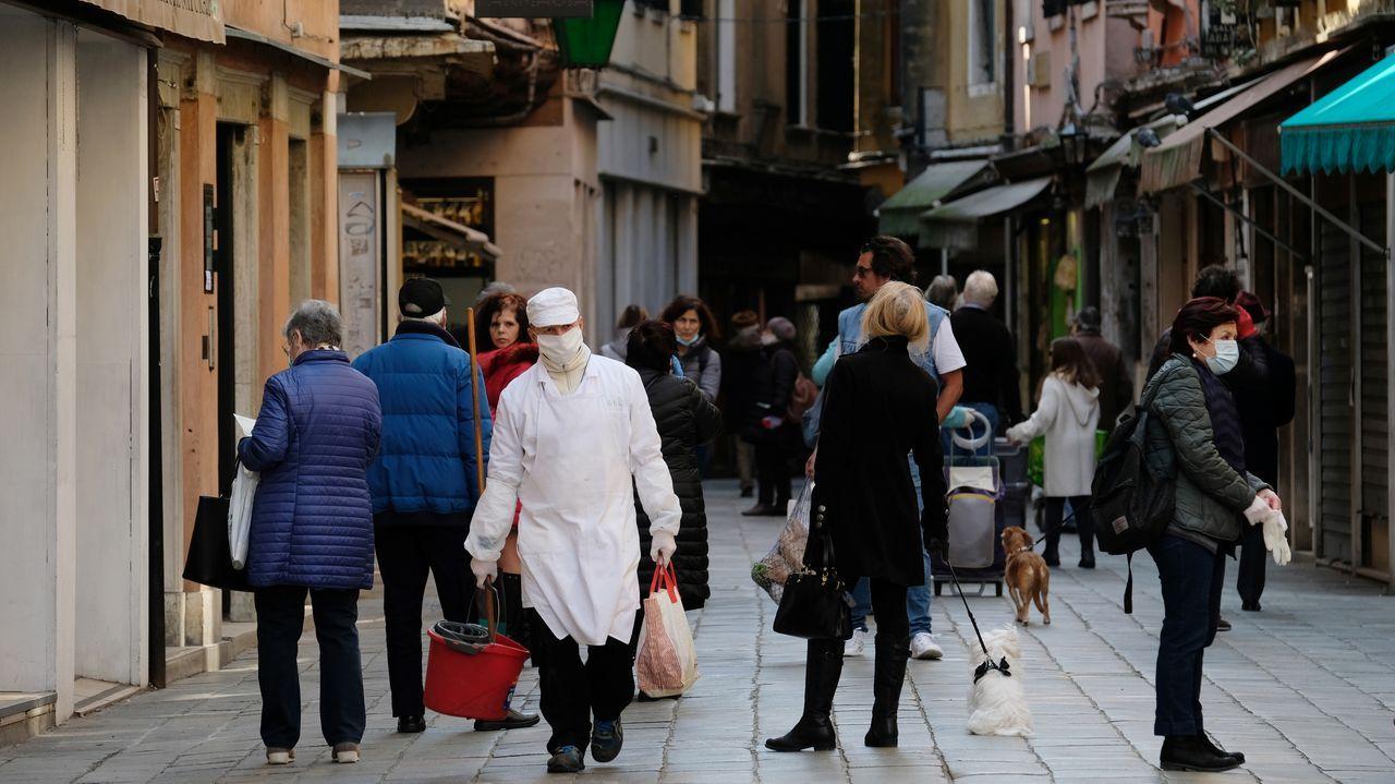 Imagen de este sábado en una calle cercana al mercado de Rialto en Venecia