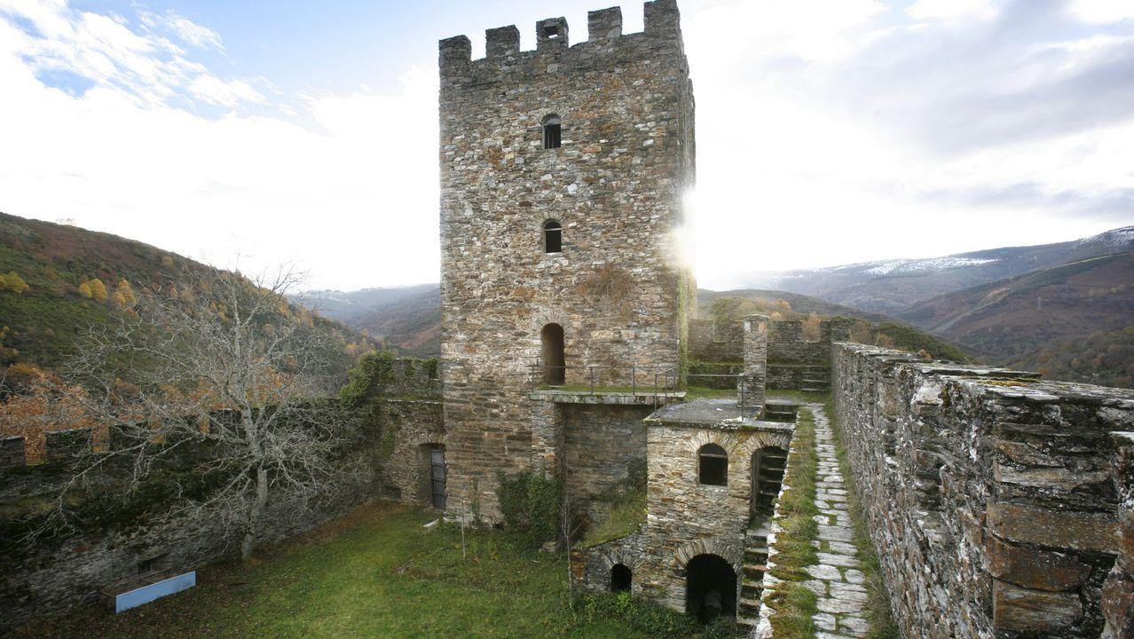 O Domingo das Mozas Lugo vistese e soa a galego.Castillo de Balboa, en el Bierzo, ahora en reconstrucción