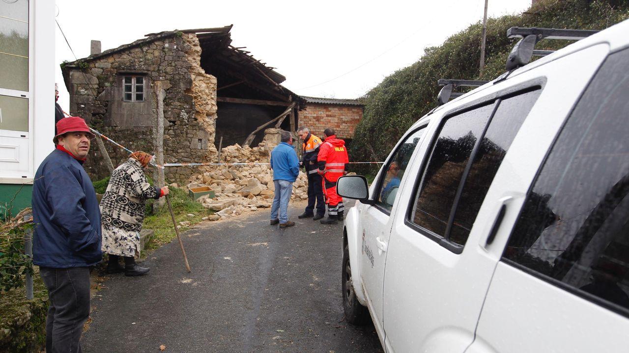 En Magariños, Valga, cayó el muro de una casa