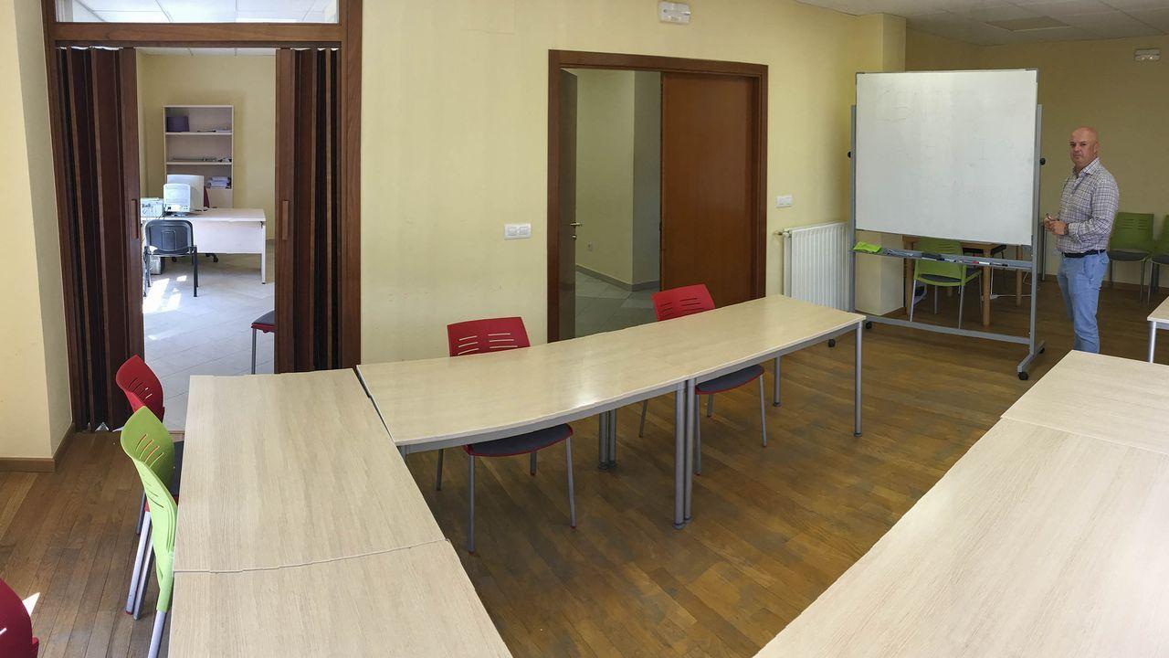 De Siria a Ourense tras el rastro de Teodora Asenjo.Isabel Pardo de Vera cree que el Gobierno en funciones no afectará al AVE. En la imagen, esta semana en Santiago