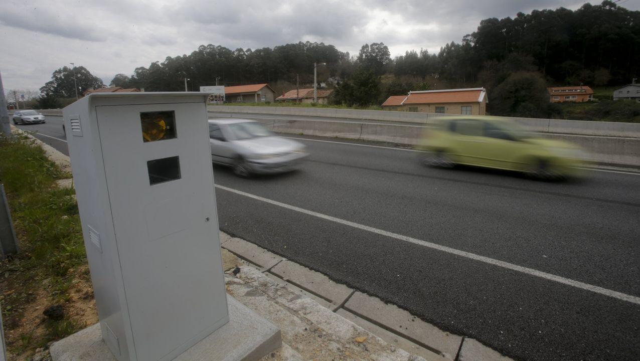 Radar fijo de la DGT a su paso por el municipio de Oleiros