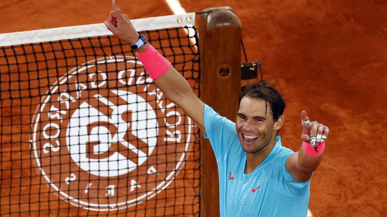 Fernando Vázquez: «<span lang= gl >Hai grandes xogadores, e hai grandes entrenadores en tódolos equipos de Segunda B</span>».Pablo Carreño, en un golpe de su partido contra el alemán Daniel Altmeier en octavos de final de Roland Garros 2020