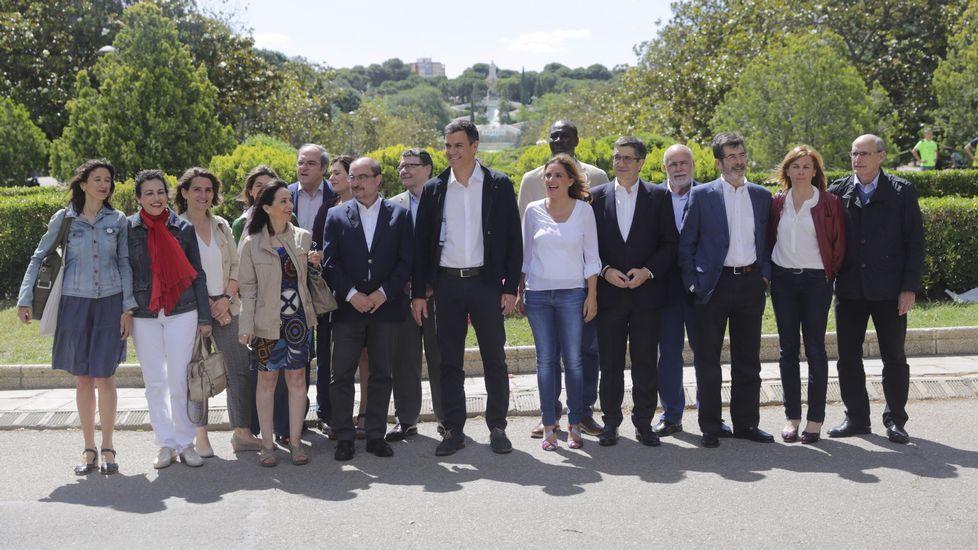 EN DIRECTO: Mariano Rajoy propone su candidato para presidir el Congreso. El presidente de la Junta de Comunidades de Castilla-La Mancha, Emiliano García-Page (i), y portavoz del PSOE en el Congreso, Antonio Hernando.