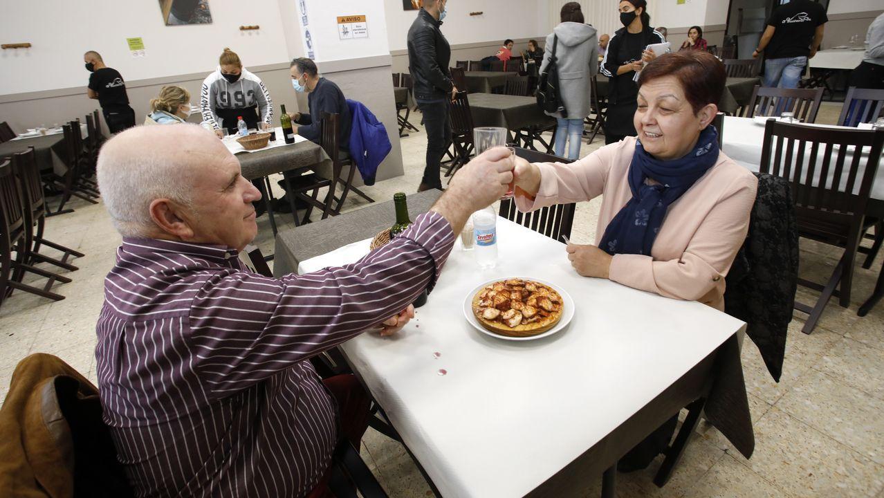 Ángeles y su marido cumplieron con la tradición de ir a comer el pulpo el día de San Froilán