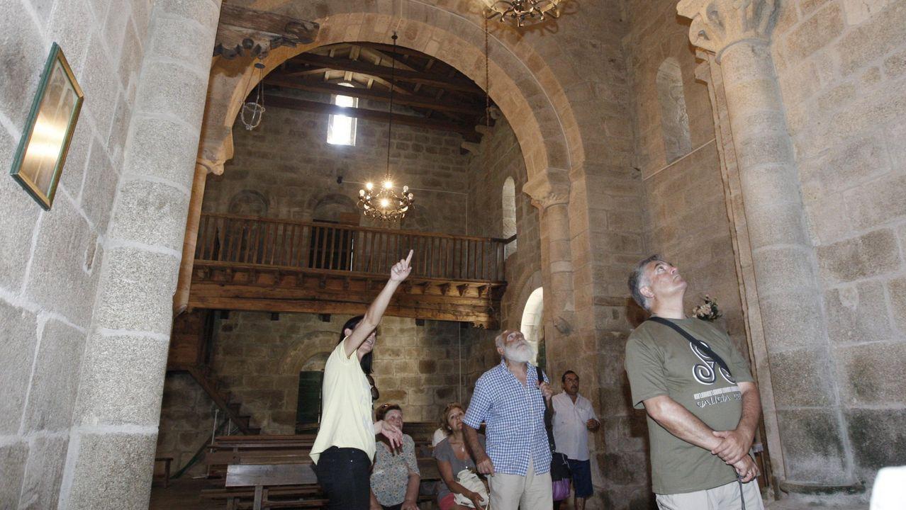 Lo que se cuece estos días en las bodegas de Ribeira Sacra.Una visita guiada a la iglesia románica de Eiré, en Pantón, en una imagen de archivo