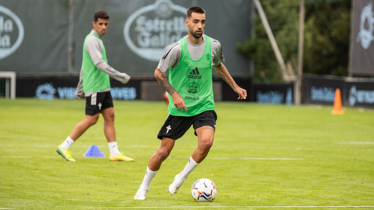 Galicia busca protagonismo en la Liga.Ibra y Mossa celebran uno de los goles marcados al Albacete