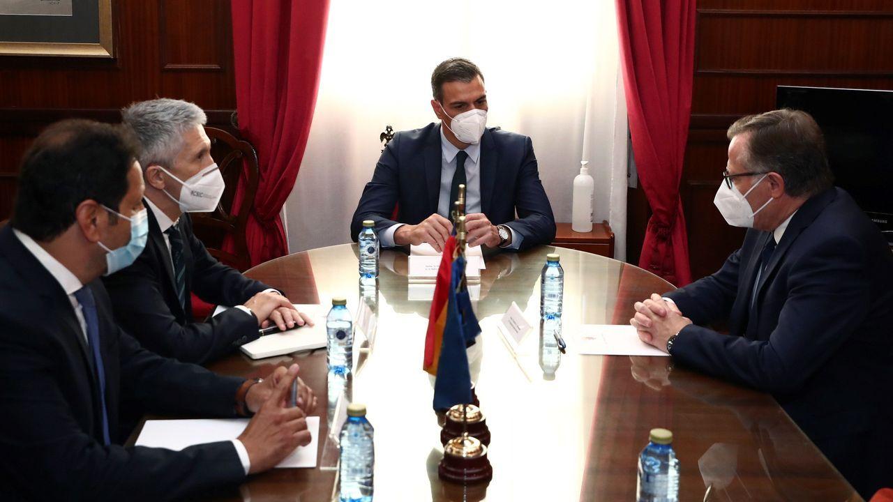 Sánchez y Grande-Marlaska, durante su reunión con el presidente de la ciudad autónoma de Melilla, Eduardo de Castro