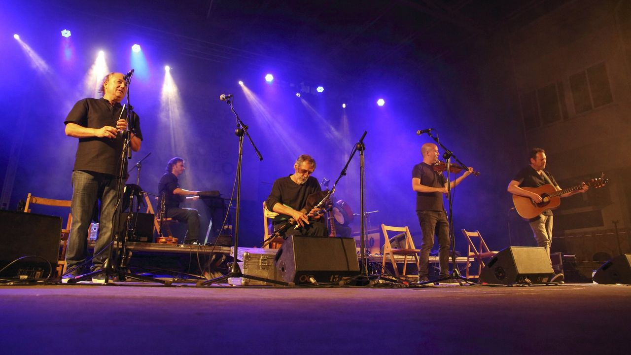 Unha actuación recente de Milladoiro no Festifolk Costa da Morte, en Carballo