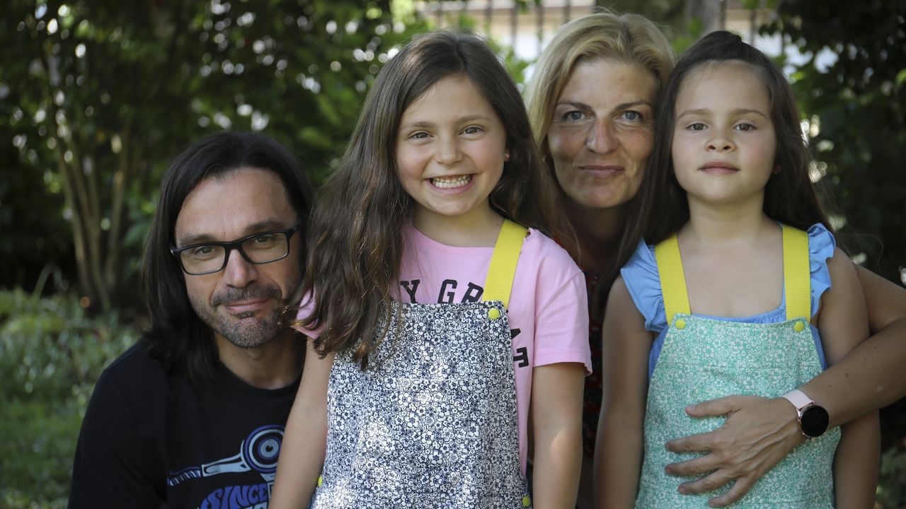 Maria Xunqueira, junto a su hija, alta dependiente