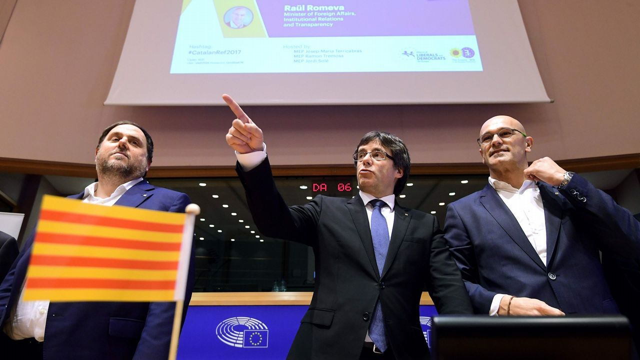 Carles Puigdemont, Oriol Junqueras  y Raúl Romeva en un acto del Diplocat en Bélgica