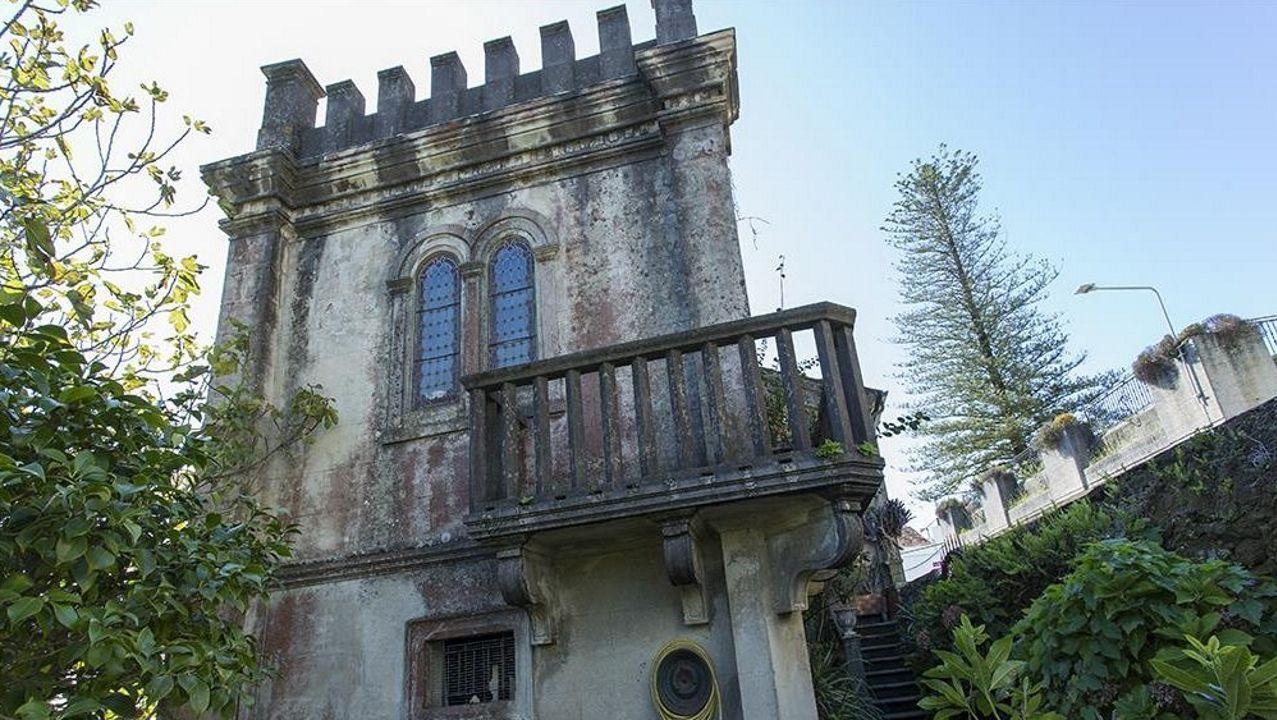 ¡Así fue el primer día de las guarderías en Barbanza!.Casa de Casto Dios. Residencia burguesa de diseño historicista construida en 1850. Dispone de 368 metros cuadrados de superficie (cinco dormitorios y dos baños) y puede adquirirse por 387.00 euros